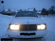 мерседес бенс  в хорошем состоянии Е300 кузов белого цвета.